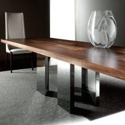 soho dining table liveshot 002